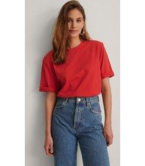 na-kd trend ekologisk boxig t-shirt med axelvaddar - red