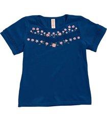 camiseta color azul oscuro con bolillo decorativo