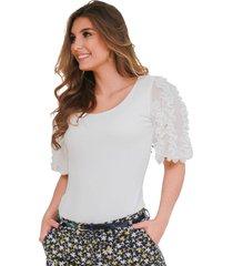 blusa ajustada con manga globo y detalles ruchados