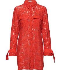 shirt dress in lace w. tieband cuff jurk knielengte rood coster copenhagen
