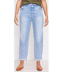 loft curvy destructed high rise boyfriend jeans in light wash