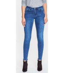 granatowe spodnie jeansowe pamela
