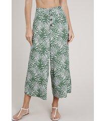 calça pantacourt saída de praia estampada de folhagem com bolsos verde
