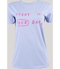 "t-shirt feminina ""today is your day"" manga curta decote redondo azul claro"