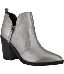 nine west women's byro heeled booties women's shoes