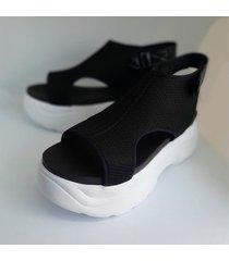 sandalia  negra berlin