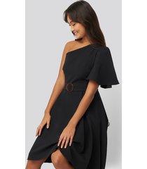 na-kd party one shoulder belted midi dress - black