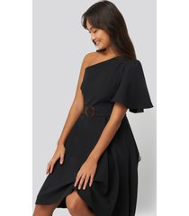 na-kd party one shoulder belted midi dress - black