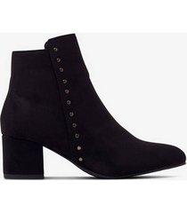 boots med nitar
