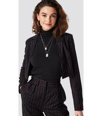 emilie briting x na-kd pinstriped cropped blazer - black