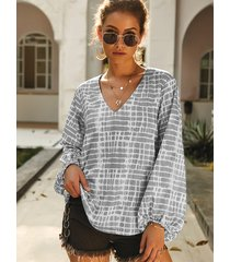 grey geometrical v-neck long sleeves blouse