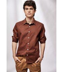 camisa marrón prototype pigment