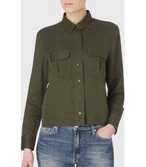 blusa calvin klein verde jeans - calce regular