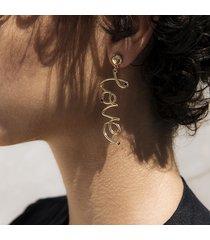orecchini di goccia d'amore alla moda orecchini di lega di nastro d'oro orecchini a goccia di lettera di moda per le donne