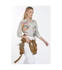 camisa manga longa de algodão ombro deslocado estampa de colagens est localizado colagem viajantes aspargo