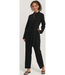 na-kd trend jumpsuit i cargomodell - black