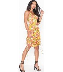 nly one drapy print dress festklänningar