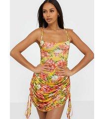 nly one drapy print dress fodralklänningar