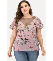 camiseta de manga corta con cuello redondo y estampado floral de malla rosa