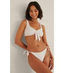 rianne meijer x na-kd recycled bikinitrosa med en rem - white