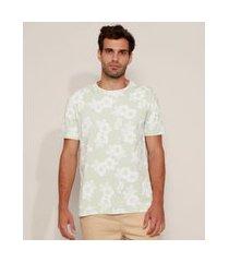 camiseta masculina estampada floral manga curta gola careca verde claro