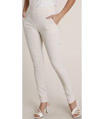 calça feminina legging cintura alta estampada risca de giz em jacquard com bolsos bege claro