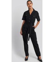 na-kd belted cargo short sleeve jumpsuit - black