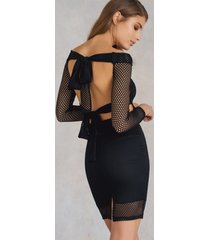qontrast x na-kd mesh back knot dress - black