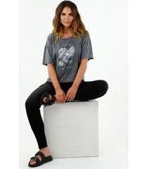 camiseta de mujer oversized, cuello redondo, manga corta,  color gris