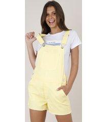 jardineira de sarja feminina com bolsos e barra desfiada amarela
