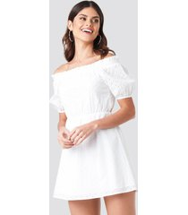 donnaromina x na-kd off shoulder puffy sleeve dress - white