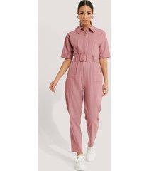 trendyol jumpsuit med bälte - pink