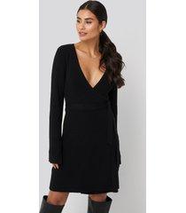 dilara x na-kd overlap rib knitted dress - black
