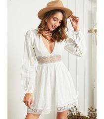 vestido de mangas abullonadas con cuello en v y diseño hueco de encaje blanco yoins