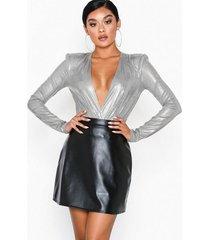 nly one a-line leatherlook skirt minikjolar