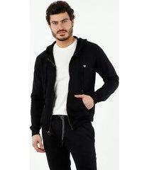 buzo de hombre, silueta amplia, con capucha, manga larga, color negro