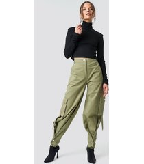 ivana santacruz x na-kd cargo pants - green