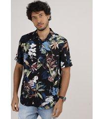 camisa masculina relaxed estampada floral com animais manga curta preta