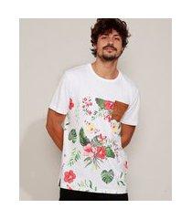 camiseta masculina com recorte estampado floral e bolso manga curta gola careca branca