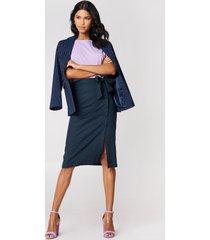 na-kd boho button linen look midi skirt - blue