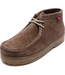 zapato casual navajo marrón hush puppies