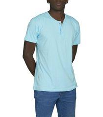 camiseta celeste luck & load cuello dos botones manga corta