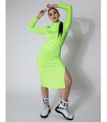 sukienka dopasowana midi z golfem