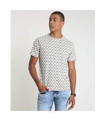 camiseta masculina estampada étnica manga curta gola careca bege claro