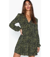 glamorous long sleeve flounce dress klänningar