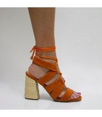 sandalia naranja con tacón magni