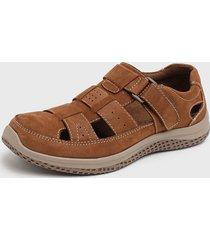 sandalia marrón nat geo