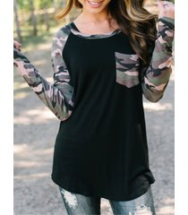 camiseta de manga larga de camuflaje con parche negro