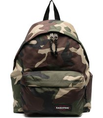 eastpak camouflage-print zip-up backpack - green