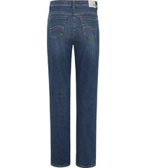 feminine fit jeans, model nicola van brax feel good denim